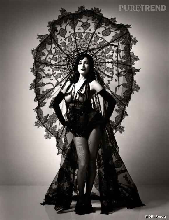Perou Dita Von Teese Flaunt, 2003 Collection Les Boutons, modèle Circé Haute couture printemps-été 2003