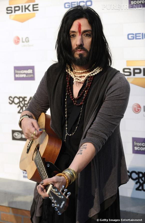 En 1998, Jeordi White alias Twiggy Ramirez, guitariste de Marilyn Manson, aurait fait succomber la belle...