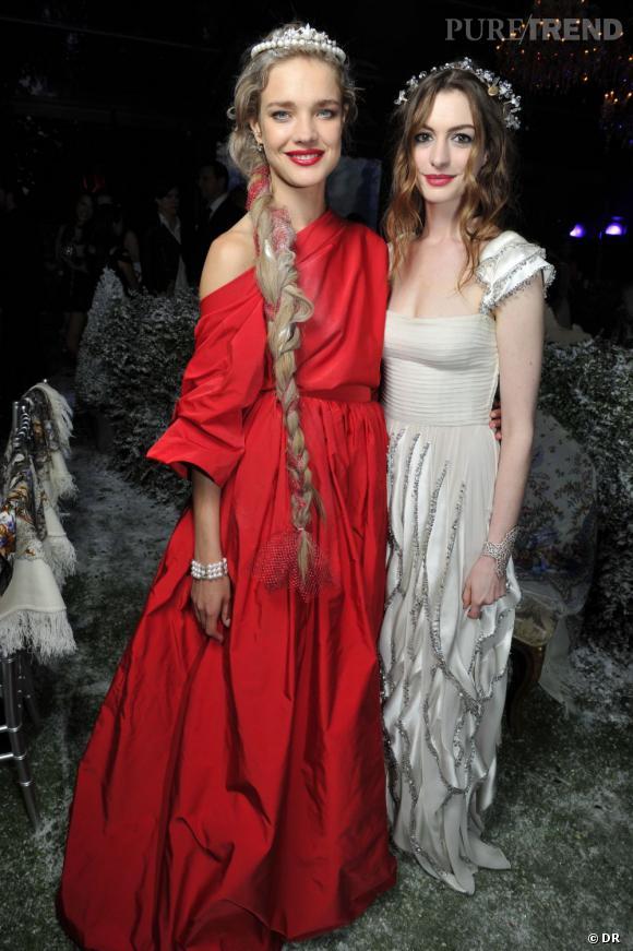 Natalia Vodianova, en Valentino et Anne Hathaway en  vintage Valentino