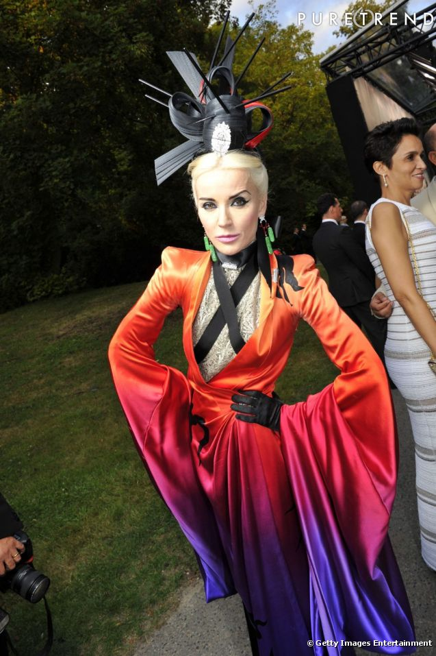 http://static1.puretrend.com/articles/3/54/57/3/@/566394-daphne-guinness-fidele-a-son-style-637x0-1.jpg