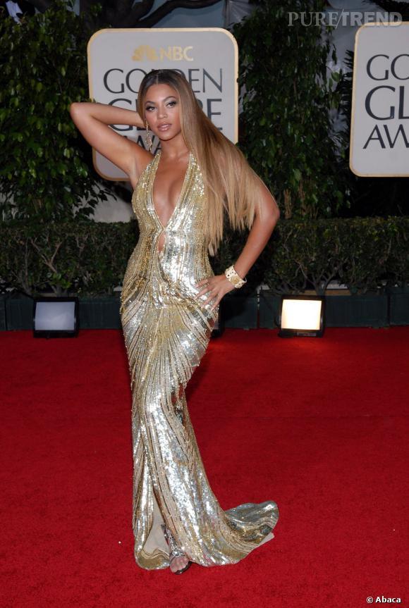 Qui ? Beyonce L'opération séduction : les mains langoureuses, façon méduse. Un bras sur les hanches, un bras derrière la tête, et Beyonce se transforme en déesse.