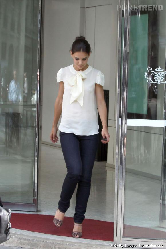 L'actrice affine ses gambettes dans un jean slim.