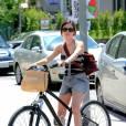La Sans-Faute    :  reine du sans-faute, Rachel Bilson est tendance à chacune de ses apparitions. Ici en mini short, top rayé, espadrilles et sac rouge, elle le prouve encore.