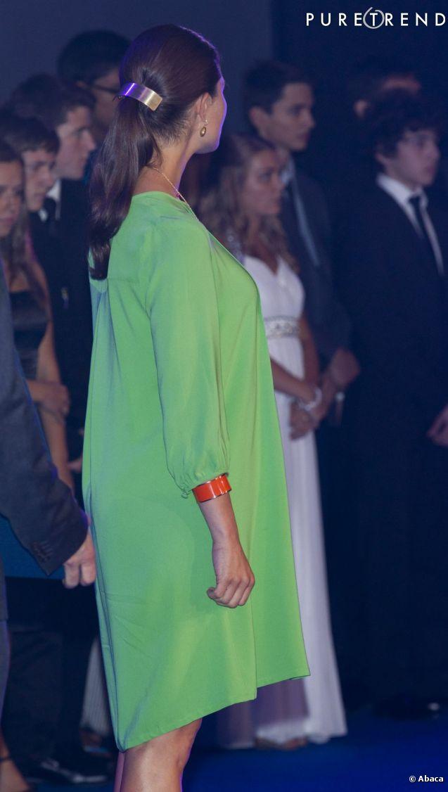 La robe est ample, pourcamoufler les premières rondeurs de