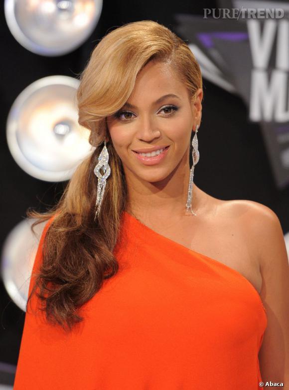 MTV Video Music Awards : le meilleur des beauty looks...Sublime, Beyonce a opté pour side hair, la chevelure coiffée sur le côté. Un effet glamourissime. Les lèvres sont subtilement glossées, le regard ourlé. Un véritable look de red carpet à la hollywoodienne...