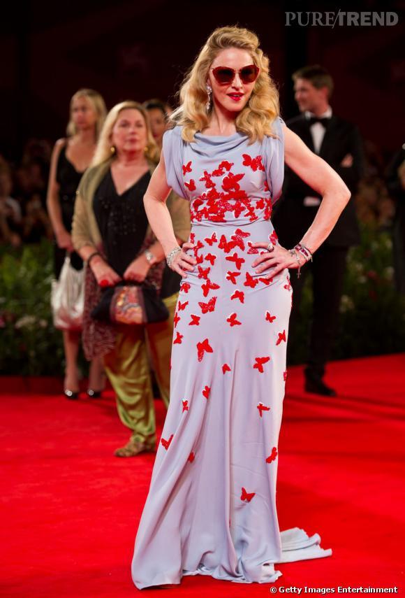 """Madonna, super funky en robe Vionnet, apporte du pep's à l'avant-première de son film """"W.E""""."""