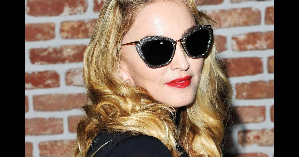 f2fc8ed50aca Madonna   les lunettes Miu Miu argent ou rouges   - Puretrend