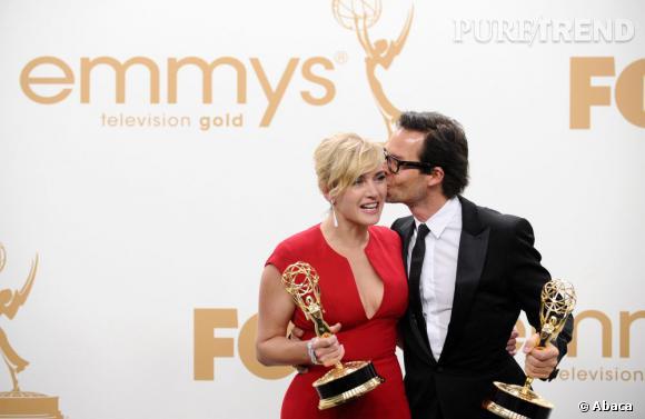 Kate Winslet et Guy Pearce, chacun avec son Emmy Award.