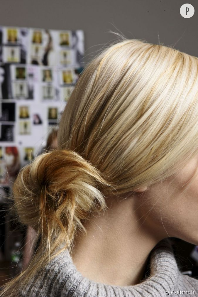 pour une coiffure facile faire comme porter on mise sur un chignon flou n gligemment nou. Black Bedroom Furniture Sets. Home Design Ideas