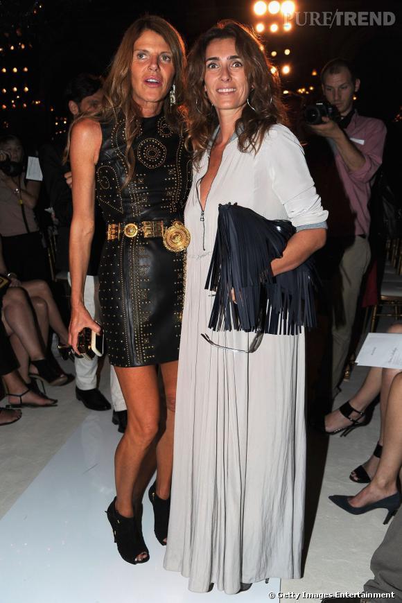 Anna Dello Russo porte en exclusivité une robe de la collection Versace for H&M pour le défilé Balmain. A ses côtés, Mademoiselle Agnès.