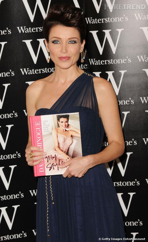 """Dannii Minogue en séance de dédicace pour son livre """"My Style"""" à Londres."""