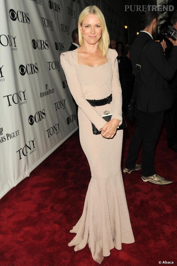 Le top red carpet :  toute nude en robe RM by Roland Mouret, Naomi Watts est sculpturale.