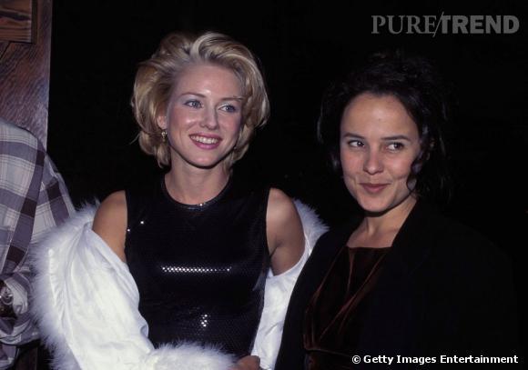 Le flop beauty look : à trop vouloir jouer les Marilyn, Naomi Watts s'y perd. Ici too much, elle se perd entre les yeux bleutés, les joues poudrés, la bouche rose et la coiffure rétro. Raté !