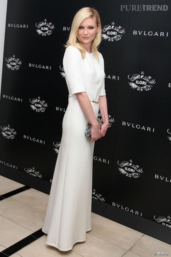 Kirsten Dunst, immaculée en longue robe blanche Derek Lam de la collection Printemps-Été 2012.