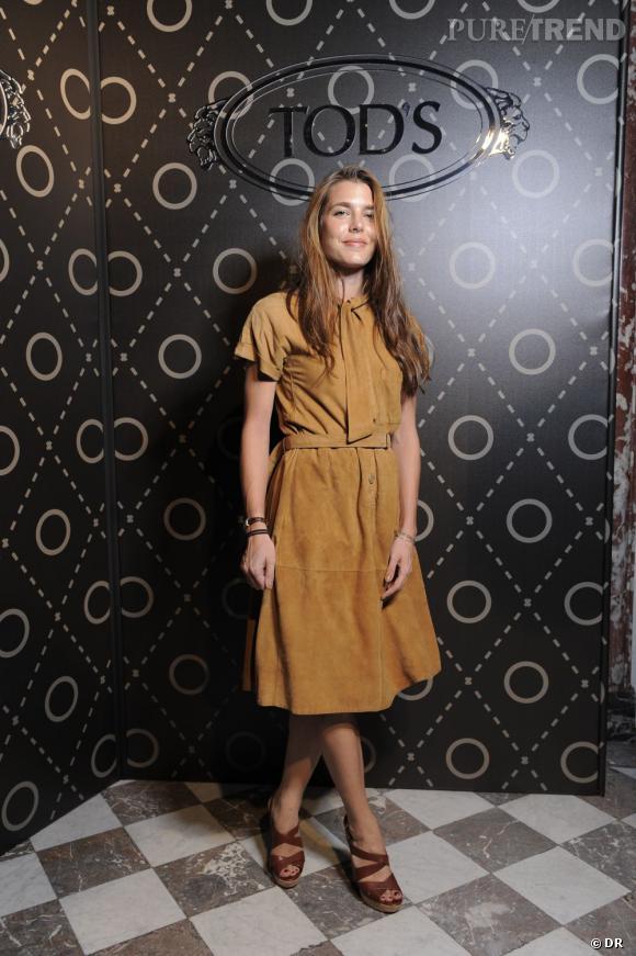 Charlotte Casiraghi en robe en daim camel prouve une fois de plus qu'elle est une véritable fashionista.