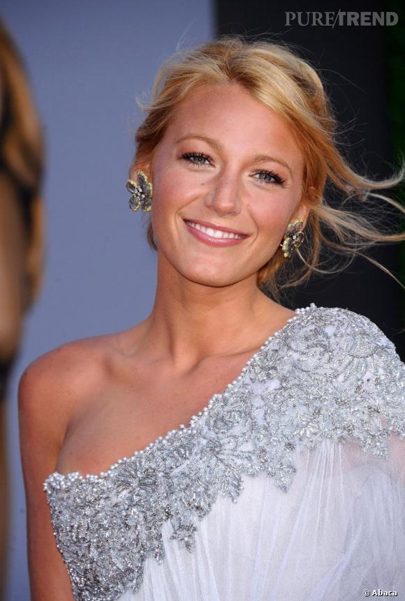 L'évolution capillaire de Blake Lively     Le blond est plus lumineux, la couleur lui donne bonne mine.