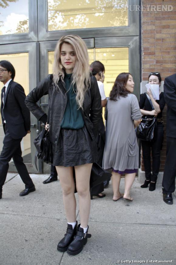 """Lolita pop par excellence, Sky Ferreira est une touche-à-tout. Si elle fait partie de la nouvelle campagne de pub CK One Shock, elle est avant tout chanteuse et brille par son son et ses mélodies """"bittersweet"""" et des chansons comme """"Obsession""""."""