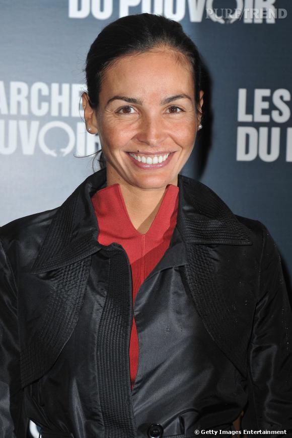 """Inès Sastre à la première parisienne du film """"Les Marches du Pouvoir""""."""