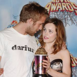 """Rachel McAdams a été la compagne de Ryan Gosling de 2004 à 2008. Ensemble, ils ont gagné une récompense pour la meilleure scène de baiser dans le film """"The Note Book""""."""
