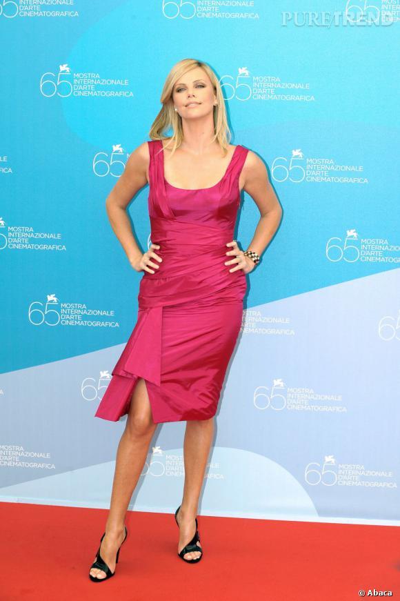Charlize Theron, une jolie poupée en rose.