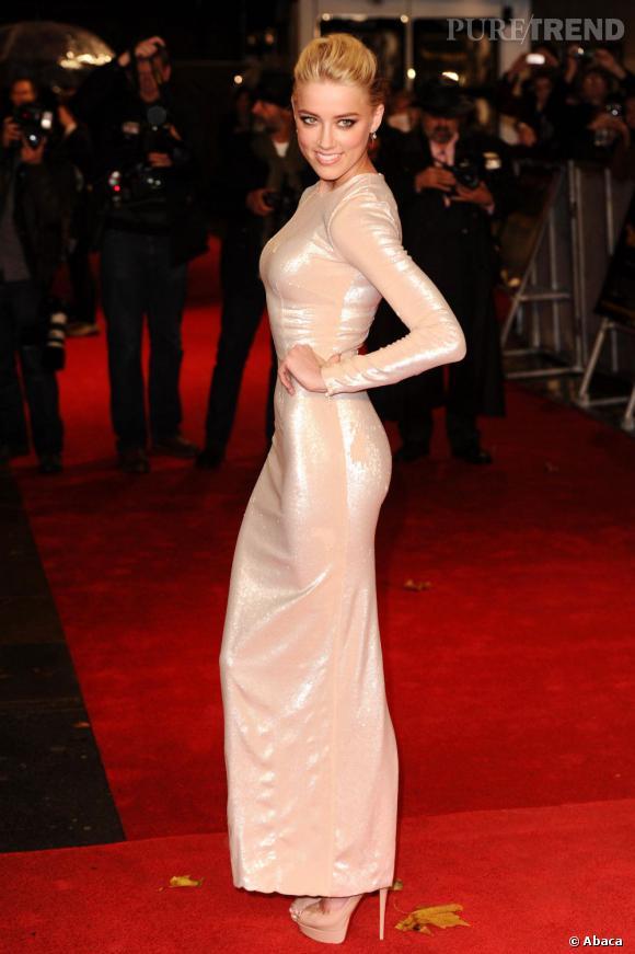 """Amber Heard lors de la première londonienne de """"Rhum Express""""."""