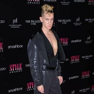 Le styliste Jeremy Scott, toujours aussi discret.