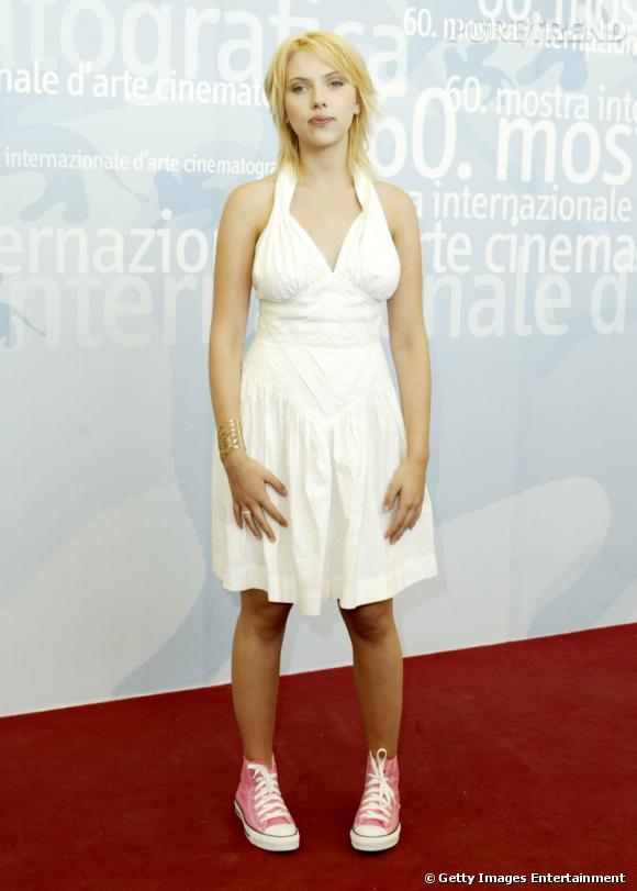 Scarlett fait peur dans cet accoutrement. Comme quoi la robe Marilyn peut être tout sauf sexy !