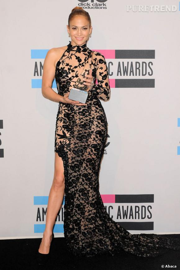 les plus belles robes des american music awards des podiums au red carpet puretrend. Black Bedroom Furniture Sets. Home Design Ideas