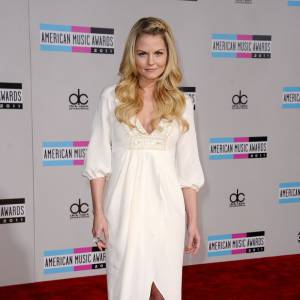 Jennifer Morrison en robe Temperley London.
