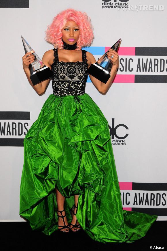 Nicki Minaj en robe Oscar de la Renta.