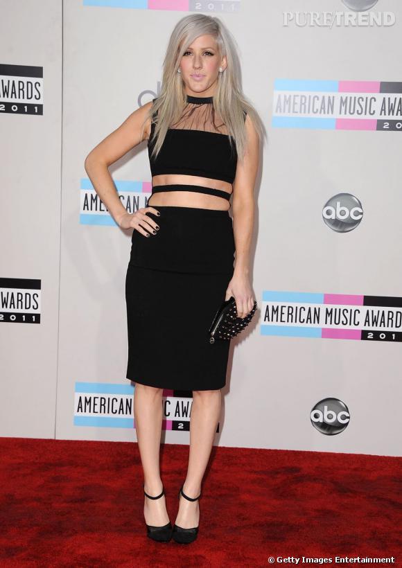 Ellie Goulding en petite robe noire signée Christopher Kane.