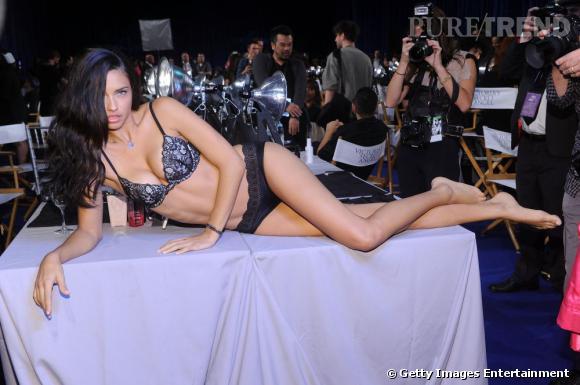 """Les tricheries du défilé Victoria's Secret     Adriana Lima, un des Anges du défilé, a avoué ne pas faire beaucoup de sport avant le défilé :  """"Pas besoin de faire de l'exercice, le maquillage du corps qu'on nous met en backstage est tellement couvrant, que ça fait un vrai effet bluff!"""""""