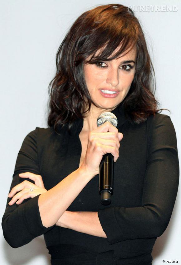 L'actrice souligne ses yeux de noir pour faire ressortir son regard noisette.