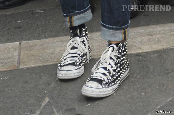 Les chaussures rock de la belle Italienne surprennent.