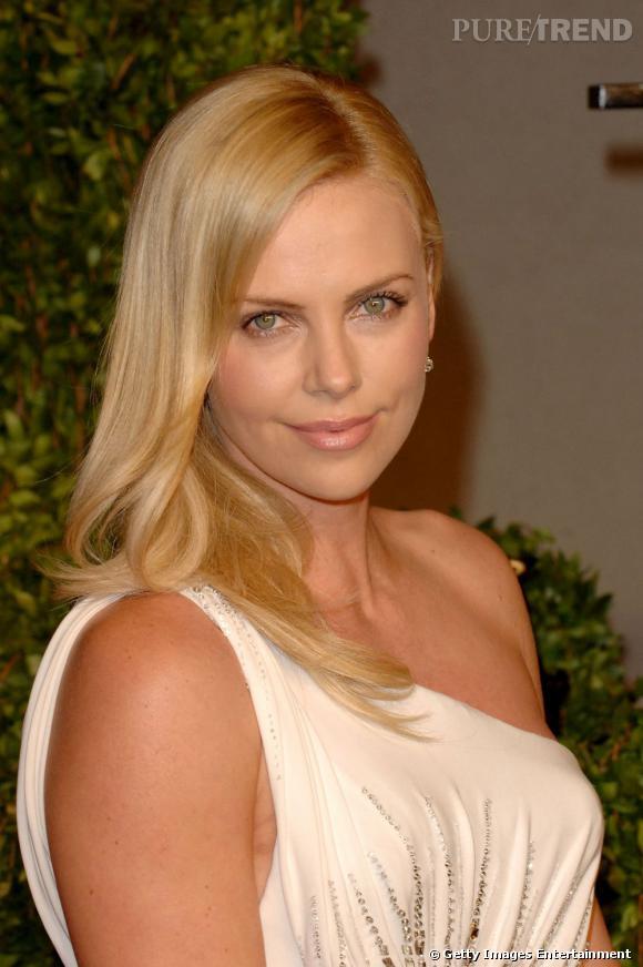 Plus belle blonde ou brune ?    Charlize Theron, c'est cette grande blonde sublime venue d'Afrique du Sud et qui a séduit le tout Hollywood.