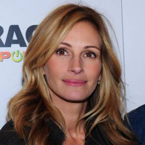 Plus belle blonde ou brune ? Julia Roberts a compris que le blond mettait son teint clair en valeur...