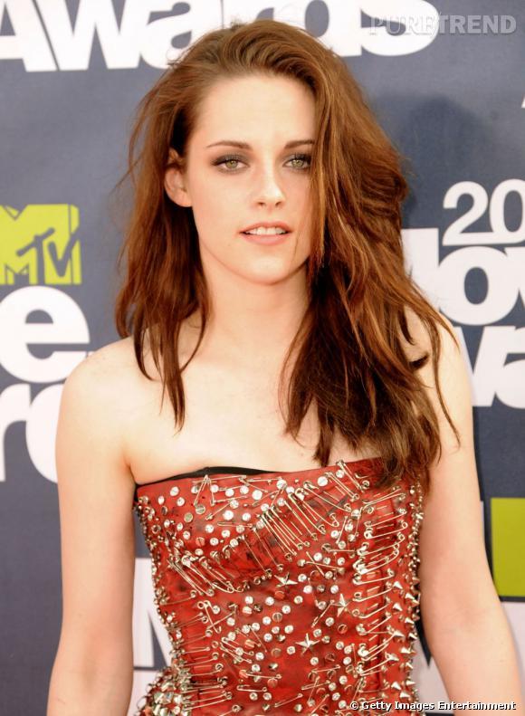 Plus belle blonde ou brune ?    Mais on doit avouer que Kristen, on la préfère brune et rebelle.