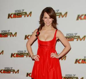 Jennifer Love Hewitt fait grimper la température