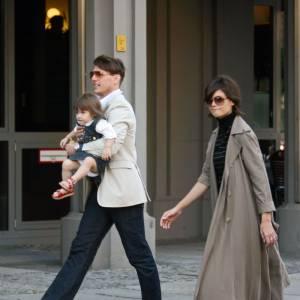 """Le top """"père de famille"""" : élégant et bien coordonné avec Katie, Tom est le néo-père de famille, digne d'une série mode."""