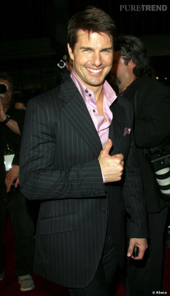"""Le top """"chemise rose"""" :  toujours un peu brillante, mais portée ouverte, ça fait tout de suite un autre effet."""