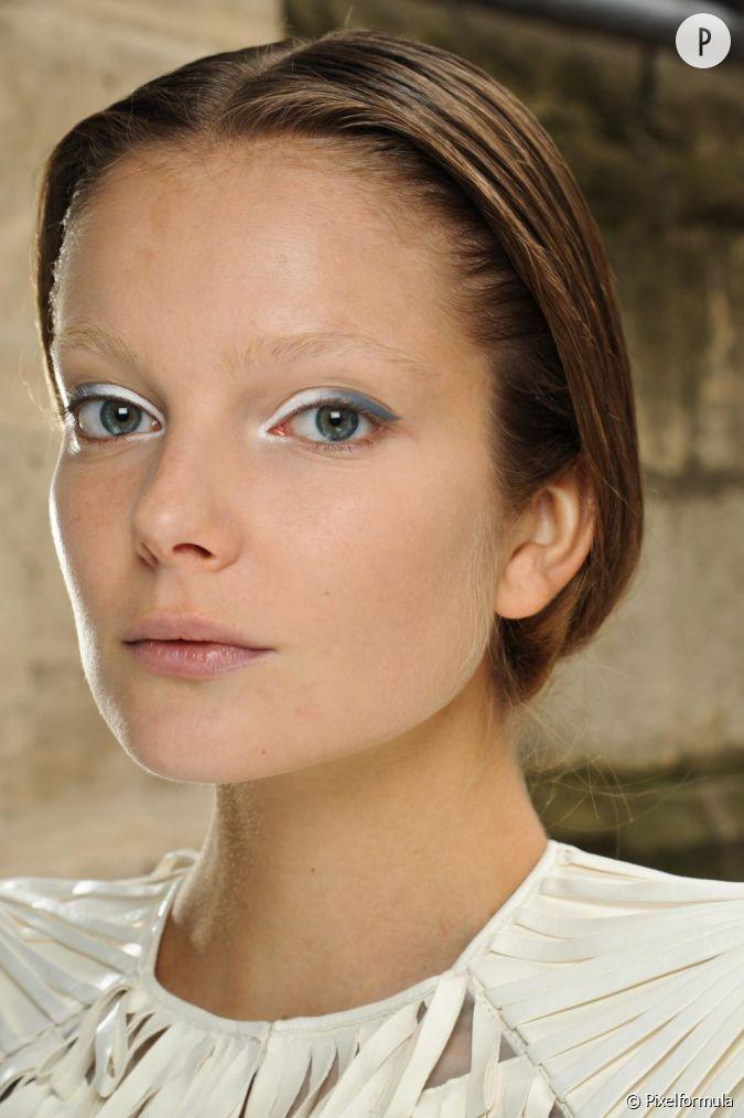 Les tendances maquillage mariage la paupi re se d cline en deux teintes blanche et grise pour - Maquillage nude mariage ...