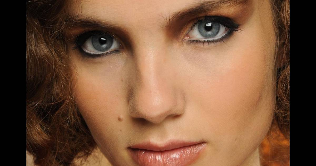 Les Tendances Maquillage Mariage L 39 Or S 39 Invite Dans Votre Maquillage De Mari E Il Illumine Vos