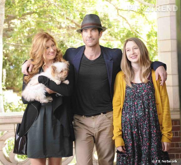 """Une jolie maman, un père séduisant, une belle adolescente blonde, un petit chien... Au départ, """"American Horror Story"""" présente le cliché de la famille parfaite."""