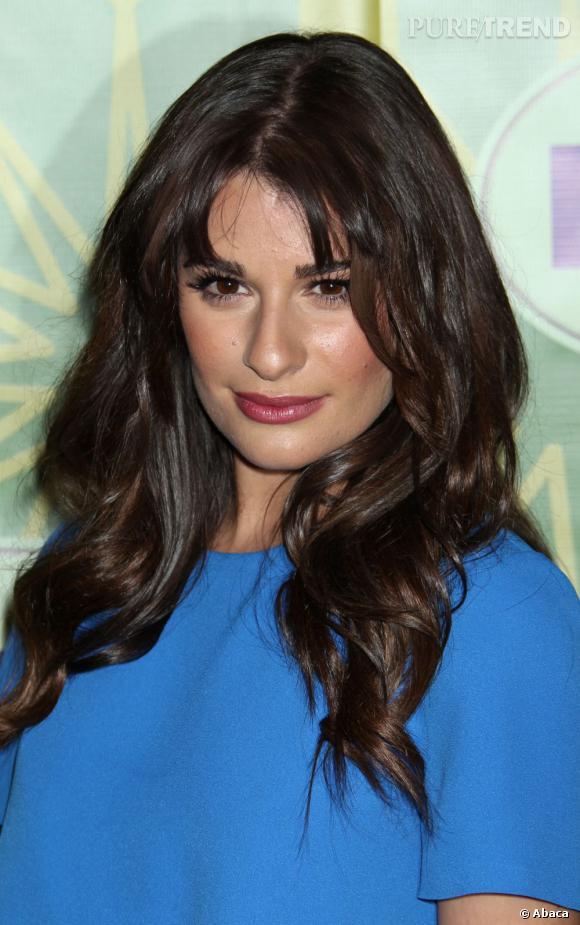 Grâce à son make-up et à sa coiffure wavy, Lea Michele joue jusqu'au bout la femme fatale.
