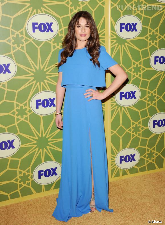Lea Michele en bleu flashy assume un look glamour électrisant.