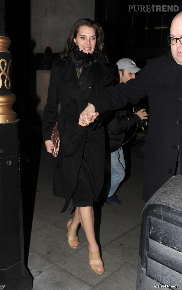 Brooke Shields quitte le restaurant Wolseley à Londres, accompagnée de Twiggy.