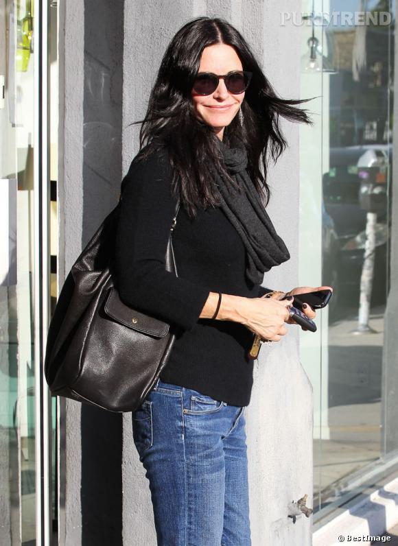 Courteney Cox dans les rues de Los Angeles pour une séance shopping.