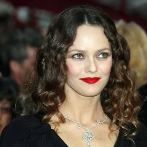 Vanessa Paradis ne mise pas souvent sur des décolletés mais avec ce joli bijou, elle a su se mettre en valeur.