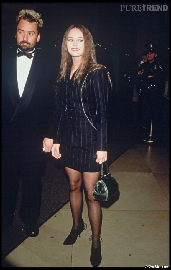Avec Luc Besson en 1996, elle ose les cheveux crantés. On en lui en veut pas, les années 90 ont été difficiles pour tout le monde capillairement parlant.