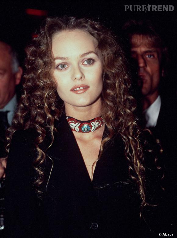 Les prémices de la patte capillaire de Vanessa Paradis, en 1995, à la première d'Elisa.